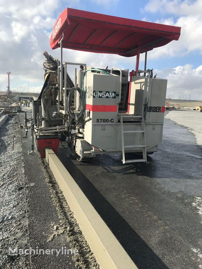 Power Curber 5700 C betona klājējs