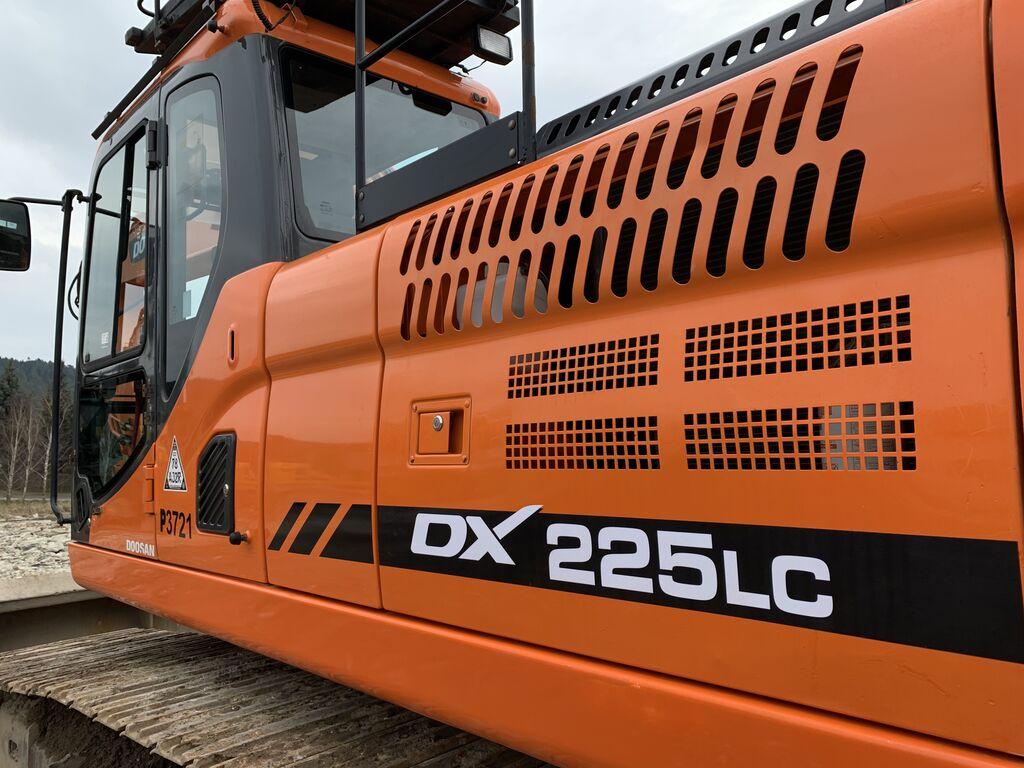 DOOSAN DX225 235 kāpurķēžu ekskavators