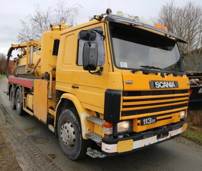 SCANIA P113 320 hp 6x2 vacuum / tank truck full steel autocisterna