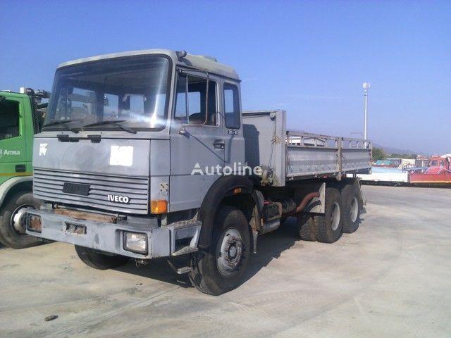 IVECO 330.35 bortu kravas automašīna