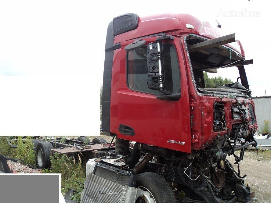 MERCEDES-BENZ Actros 2545 MP4 konteinervedējs pēc avārijas