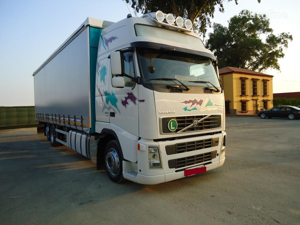 VOLVO FH 440 kravas automašīna ar aizkariem
